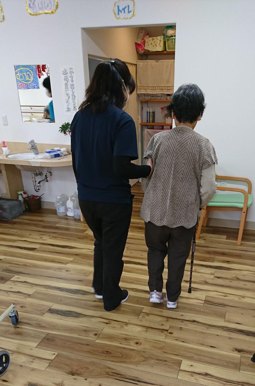 杖歩行から歩行器歩行は後退?より安心な歩行環境を
